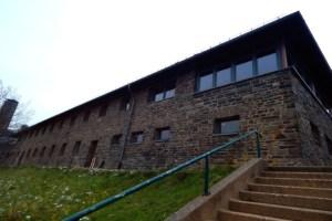 In einem der ehemaligen Kameradschaftshäuser der Burg Vogelsang erhält die Nationalparkseelsorge einen neuen Standort. Bild: Nationalparkseelsorge