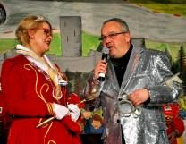 Vize-Bürgermeister Uwe Schubinski übergab den Schlüssel der Gemeinde an Prinzessin Maike I. Foto: Reiner Züll