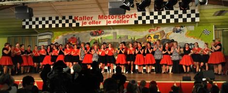 Kallbachmücken-Revival: 29 Tänzerinnen aus drei Generationen tanzen zum Jubiläum. Foto: Reiner Züll