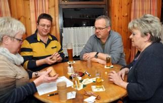 Auch Ortsvorsteher Guido Keutgen (hinten links) und Vize-Bürgermeister Uwe Schubinski schockten mit. Foto: Reiner Züll