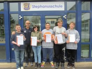 Fit für die Wasserrettung sind fünf weitere Schüler der Stephanusschule. Foto: DLRG Mechernich