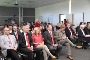 Zahlreiche Honoratioren waren zum Festakt des Roten Kreuzes in der Akademie Vogelsang geladen. Bild: Michael Thalken/Eifeler Presse Agentur/epa