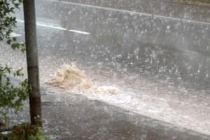 Die Kanalisation kann den Starkregen vielerorts nicht mehr fassen. Bild: Michael Thalken/Eifeler Presse Agentur/epa