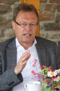 Christian Metze, Geschäftsführer von e-regio, hielt es für wichtig, dass sich regionale Unternehmen für die Kultur im Kreis Euskirchen einsetzten. Bild: Tameer Eden/Eifeler Presse Agentur/epa