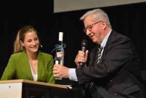 ELF-Organisator Dr. Josef Zierden, hier mit Giulia Enders, kann auf ein gelungenes Festival 2016 zurückblicken. Foto: Harald Tittel