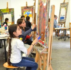 Bei der Abschlussveranstaltung des Kulturrucksacks kann der Nachwuchs nochmal so richtig künstlerisch aktiv werden. Bild: Kunstakademie Heimbach