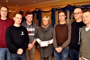 Das Maigeloog aus Wahlen brachte der Hilfsgruppe eine Spende von 350 Euro. Foto: Reiner Züll