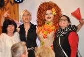 Regina Red mit weiblichen Fans während der Show im Saal Gier in Kall. Foto. Reiner Züll