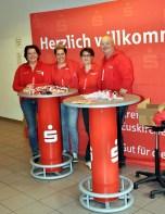 ie Kreissparkasse Euskirchen als eine der Hauptsponsoren waren bei der Olfdienacht mit einem Info-Stand vertreten. Foto: Reiner Züll