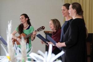 Auch der Elternchor trug zu einem gelungenen Fest bei. Bild: Michael Thalken/Eifeler Presse Agentur/epa