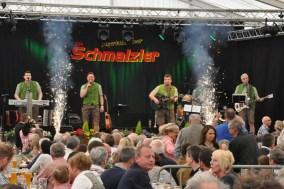 Funken sprühten im Festzelt zum 30-jährigen Bühnenjubiläum der Schmalzler. Foto: Reiner Züll