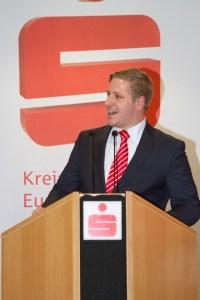 Markus Ramers, Vorsitzender der Bürgerstiftung, berichtete über die wichtige Unterstützung von sozialen Einrichtungen durch die KSK. Bild: Tameer Gunnar Eden/Eifeler Presse Agentur/epa
