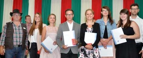 VSR-Vorsitzender Hans-Josef Rick (links) und CdK- Vorsitzender Markus Schmitrz (rechts) bei der Lossprechungsfeier mit den Prüfungsbesten. Foto: Reiner Züll