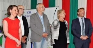 Die Pädagogen des Berufskollegs Eifel übergaben bei der Lossprechungsfeier in Disternich die Abschlusszeugnisse der Schule persönlich an die neuen Fachkräfte im Gastgewerbe. Foto: Reiner Züll