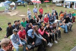 GSmiLe-Paten waren beispielsweise auch im Sommer beim Sprach-Workshop des KoBiz im Einsatz und dienten den jungen Leuten als Ansprechpartner. Hier ein Bild von der Abschlussveranstaltung. Bild: Michael Thalken/Eifeler Presse Agentur/epa
