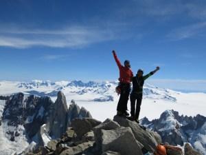 Über Gipfelglück, aber auch Rückschläge und Niederlagen will Kletterass Thomas Huber in Steinfeld berichten. Bild: Huberbuam