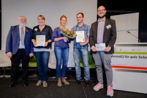 """Die Vertreter der Grundschule Dahlem nahmen die Auszeichnung """"Verein(t) für die gute Schule 2017"""" in Berlin entgegen. Foto: stephan-roehl.de"""