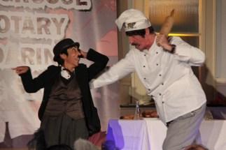 Eine schräge Chaplinnummer boten Kalika Wagner-Gillen und Dr. Norbert Golz. Bild: Michael Thalken/epa