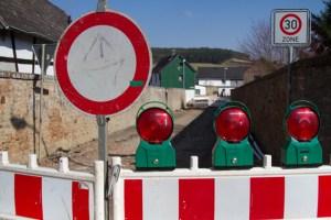 Bei Einruhr soll die Brücke einspurig mit Ampelbetrieb geführt werden, da die Tragfähigkeit in Frage steht. Symbolbild: Tameer Gunnar Eden/Eifeler Presse Agentur/epa