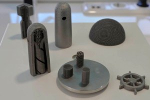 """Beim """"Reverse Engineering"""" lassen sich im 3D-Drucker auch nicht mehr lieferbare Ersatzteile aus Metall perfekt nachbilden. Bild: Petra Grebe/Eifelon"""