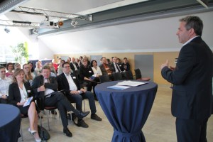ene-Geschäftsführer Markus Böhm betonte in seiner Ansprache, dass die ene Lernpartnerschaften mit Schulen hohe Bedeutung beimesse. Bild: Michael Thalken/Eifeler Presse Agentur/epa