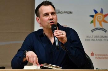 Auch der Termin mit Sebastian Fitzek beim Eifel Literatur Festival muss wegen der Lockdown-Verlängerung verlegt werden. Archivbild: Harald Tittel/ELF
