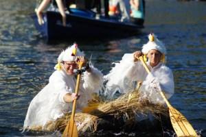 """Wenn verrückte Boote den Rursee erobern, ist es wieder Zeit für die """"Crazy Boat Parade"""". Bild: Veranstalter"""