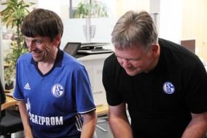 Egon Ronig (l.) und Bernd Lüttgen beim Kampf um die Kaller Sparkassenfiliale. Bild: Michael Thalken/Eifeler Presse Agentur/epa