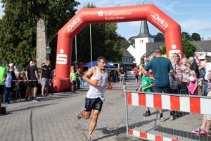 """Sport, Spaß, Kirmes: Der """"Metterman"""" ist ein Jahreshöhepunkt in Weilerwist-Metternich. Bild: Tameer Gunnar Eden/Eifeler Presse Agentur/epa"""