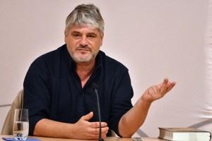 Raoul Schrott sprach in Bitburg über die Arbeiten zu seinem neuen Buch. Bild: Harald Tittel/ELF