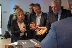 Das Team des angeschlossenen Restaurants im neuen Dorint-Hotel in Düren sorgte auch gleich für den passenden Nachtisch zur Eröffnung. Bild: Tameer Gunnar Eden/Eifeler Presse Agentur/epa