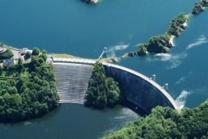 Wer will, der kann auch einen Blick in die im Nationalpark Eifel gelegene Urftalsperre werfen. Bild: WVER