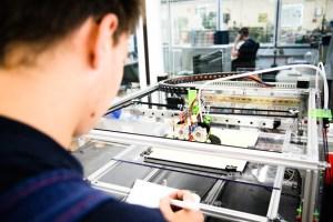 Auszubildende in der Lebensmittelindustrie sind längst am 3D-Drucker aktiv. Die Gewerkschaft NGG weist auf freie Ausbildungsplätze in der Branche hin. Bild: NGG