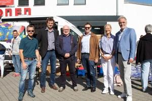 Vertreter von Stadt Euskirchen und Caritas freuten sich über die zahlreichen Aktionen in der Fußgängerzone. Bild: Tameer Gunnar Eden/Eifeler Presse Agentur/epa