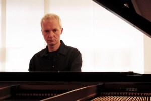Komponist und Pianist Roland Vossebrecker spielt gegen den Klimawandel. Bild: Vossebrecker