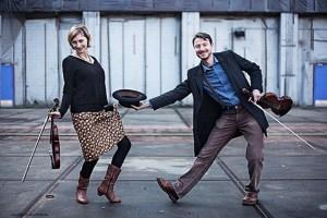 Musik aus einer vergangenen Welt wollen die Violinisten Alina Bauer und Nicolaas Cottenie ins KunstForumEifel bringen. Foto: Nicolaas Cottenie
