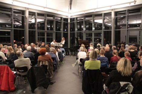 Zahlreiche Zuhörer fanden sich in der Mottenburg ein, um die Nachwuchstalente zu erleben. Bild: Michael Thalken/Eifeler Presse Agentur/epa