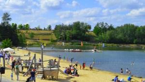 Die Badestelle im Seepark Zülpich bietet gute Voraussetzungen, um die derzeit geltenden Abstands- und Hygienevorgaben beachten zu können. Archiv-Foto: Seepark Zülpich