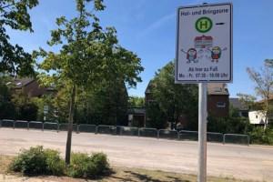 Eine der beiden neu eingerichteten Elterntaxi-Zonen befindet sich im Bereich der Haltestellen für den Schülerbusverkehr am Adenauerplatz. Foto: Julia Schneider / Stadt Zülpich