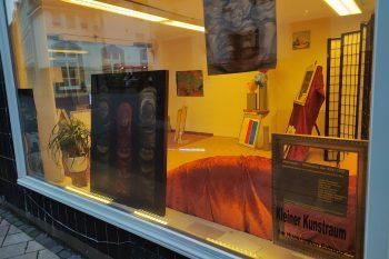 Mit verschiedenen Kunstformen beleuchtet die Ausstellung den Matronenkult. Foto: Anne Bergmann