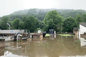 Die Käranlage Urft-Nettersheim wurde von der Urft unter Wasser gesetzt. Bild: Alexander Esch/WVER