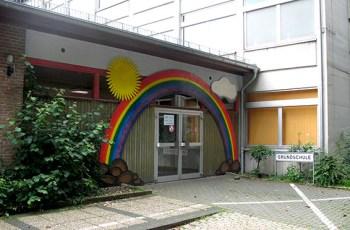 Etwas später, aber ansonsten so normal wie möglich soll der Schulbeginn im Schulzentrum Mühlenberg verlaufen. Foto: Kerstin Wielspütz