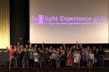 """Gute Stimmung und glückliche Gesichter sah man zur Filmpremiere im Kino Frechen beim Team von """"Mein Pony und ich"""". Foto: Spotlight Experience"""