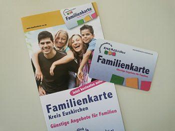 Mit der Familienkarte können Eltern vergünstigte Preise bei teilnehmenden Unternehmen und Einrichtungen bekommen. Foto: Kreis Euskirchen