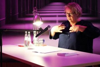 Die Gemünder Schriftstellerin Elke Pistor erzählte von René Bouchers missglücktem Debüt als Bankräuber. Bild: Michael Thalken/Eifeler Presse Agentur/epa