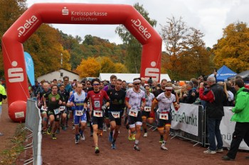 Über 100 Sportlerinnen und Sportler gingen beim XTerra Full an den Start. Bild: Michael Thalken/Eifeler Presse Agentur/epa