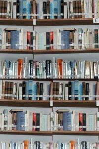 Verkauft werden dürfen nur alte Bücher. Symbolblid: epa