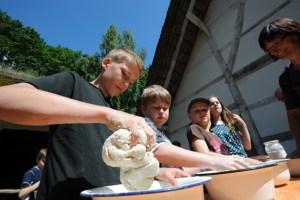 Auch das Brotbacken im Holzofen steht auf dem Programm. Bild: Ludger Ströter/LVR