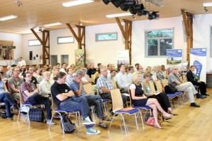Etwa 70 Interessierte verfolgten die Trends um Elektromobilität im ländlichen Raum. Bild: Tameer Gunnar Eden/Eifeler Presse Agentur/epa