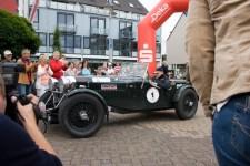 Ältestes Fahrzeug der Rallye war ein Jaguar SS 100 Baujahr 1938. Bild: Tameer Gunnar Eden/Eifeler Presse Agentur/epa
